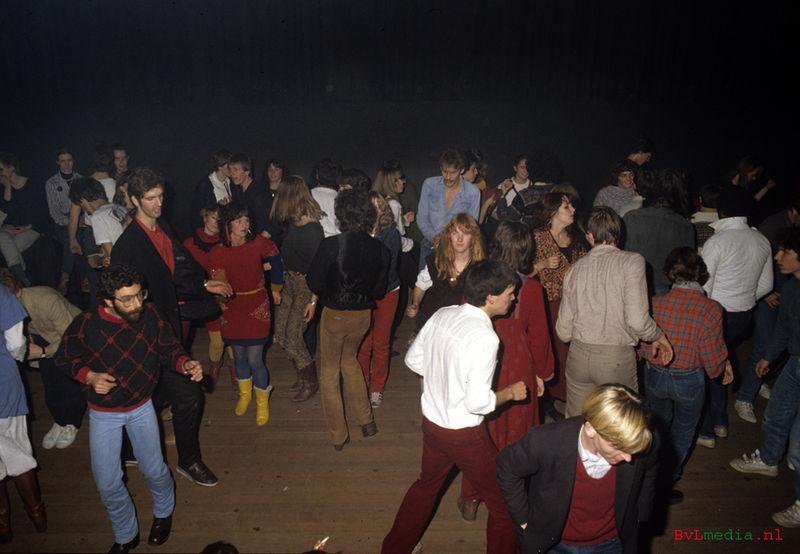 Bestand:Raadplaatje dansvloer Podium december 1981.jpg